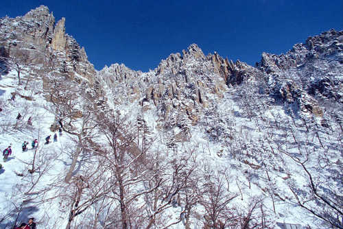 This file photo shows Mount Kumgang on North Korea's east coast. (Yonhap)