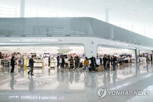 This photo from Shilla Duty Free shows its store in the new passenger terminal at Incheon International Airport. (Yonhap)
