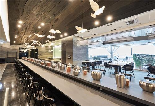 This undated photo, provided by Pyunghwaok, shows the restaurant run by Chef Yim Jung-sik in the second terminal of Incheon International Airport, west of Seoul, which opened on Jan. 18, 2018. (Yonhap)