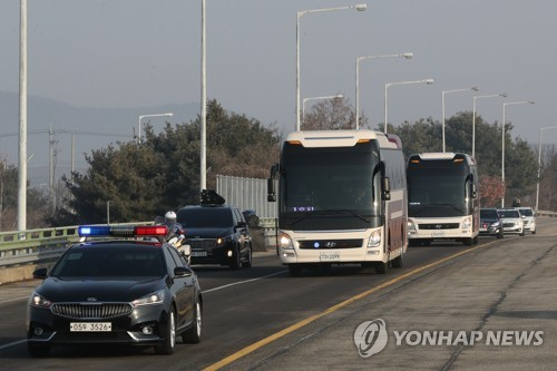Head of fashionable lady band leads N. Korean staff to S. Korea