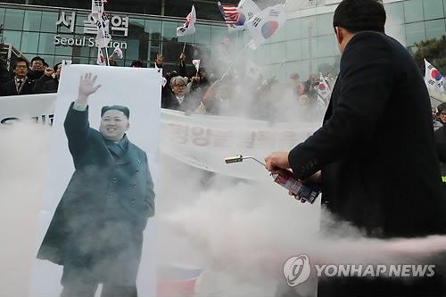 South Korean protesters burn 'unification flag' and photos of Kim Jong