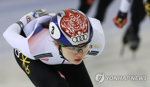 In this file photo taken on Jan. 10, 2018, South Korean short track speed skater Shim Suk-hee trains during an open house day at the Jincheon National Training Center in Jincheon, North Chungcheong Province. (Yonhap)