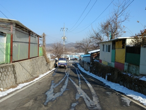 A street sits quiet and empty in Tongilchon, Paju, Gyeonggi Province, on Jan. 26, 2018. (Yonhap)