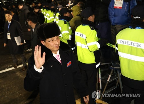 North Korean Vice Sports Minister Won Kil-u waves as he enters Gangneung Olympic Village in Gangneung, Gangwon Province, on Feb. 1, 2018. Won is the head of the North Korean delegation to the PyeongChang Winter Olympics. (Yonhap)