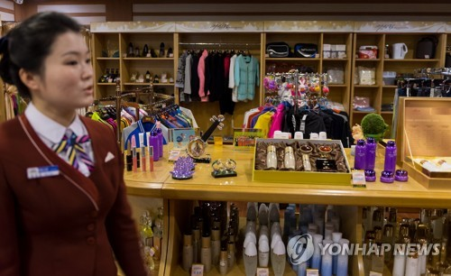 This photo taken on Feb. 1, 2018, shows a North Korean saleswoman waiting for customers at a shop in the North's Masikryong Hotel. (pool photo) (Yonhap)