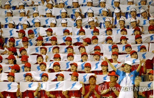 North Korean art troupe hit by protests in South
