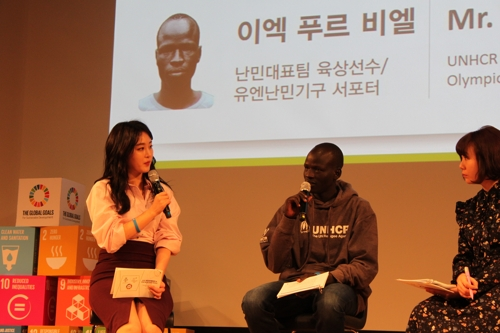 Yiech Pur Biel, a refugee track and field athlete born in South Sudan, speaks at a talk concert hosted by U.N. offices in South Korea. (Yonhap)