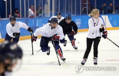 Sarah Murray (R), head coach of the joint Korean women's hockey team, skates with her players during practice at Kwandong Hockey Centre in Gangneung, Gangwon Province, on Feb. 7, 2018. (Yonhap)