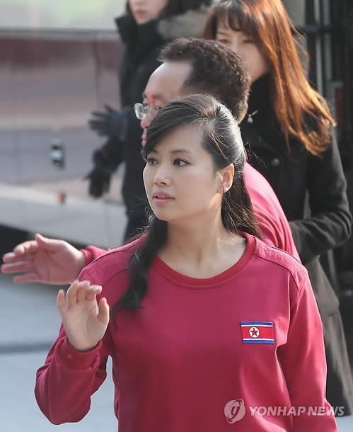 Hyon Song-wol, head of the all-female Moranbong Band and the leader of the Samjiyon Orchestra, enters the Gangneung Arts Center in Gangneung, Gangwon Province, for a rehearsal on Feb. 8, 2018. (Yonhap)