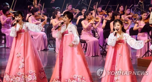 North Korean singers in the Korean traditional attire of hanbok sing during a historic performance at the Saimdang Hall of the Gangneung Arts Center in Gangeung, Gangwon Province, on Feb. 8, 2018, in this photo released by the Joint Press Corps. (Yonhap)
