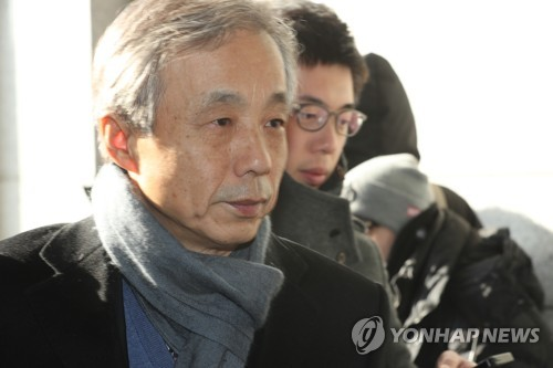 This photo filed on Feb. 7, 2018, shows Lee Hyun-dong, former National Tax Service commissioner, arriving at the Seoul Central District Prosecutors' Office for questioning over suspected involvement in a covert NIS operation. (Yonhap)