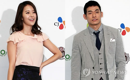 This photo filed on April, 19, 2013, shows singer Baek Ji-young (L) and her then-husband-to-be Jung Suk-won (R). (Yonhap)