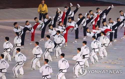Taekwondo practitioners from South Korea and North Korea perform together at the Olympic Stadium in PyeongChang, Gangwon Province, ahead of the opening ceremony for the PyeongChang Winter Olympics on Feb. 9, 2018. (Yonhap)