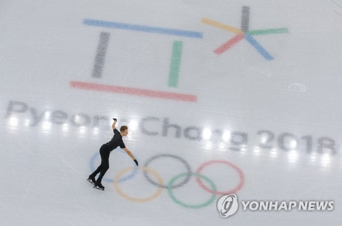 A figure skater trains at Gangneung Ice Arena in Gangneung, Gangwon Province, on Feb. 5, 2018. (Yonhap)