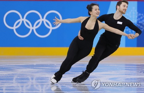 This file photo shows South Korean ice dance team of Min Yu-ra and Alexander Gamelin during a practice session at Gangneung Ice Arena in Gangneung, a sub-host city of the PyeongChang Winter Olympics, on Feb. 8, 2017. (Yonhap)