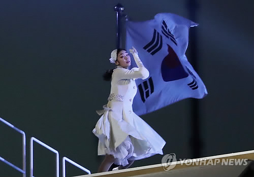 Former South Korean Olympic figure skating champion Kim Yu-na performs on the ice at PyeongChang Olympic Stadium before lighting the cauldron during the opening ceremony at PyeongChang Olympic Stadium on Feb. 9, 2018. (Yonhap)