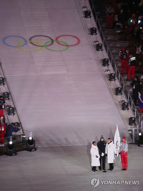 South Korea's speed skater Mo Tae-bum (2nd from L), a coach and an official take an Olympic Oath at the opening Ceremony of the 2018 PyeongChang Winter Olympics in PyeongChang on Feb. 9, 2018. (Yonhap)