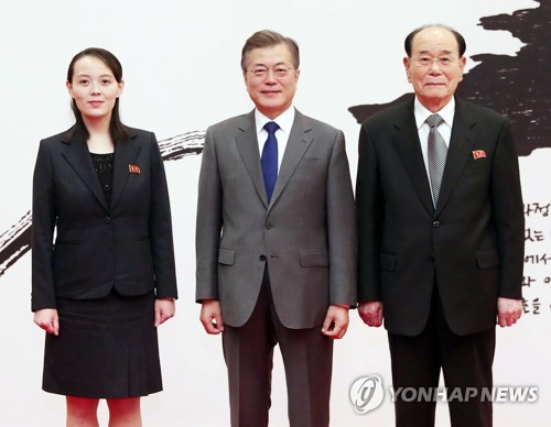 This photo, taken on Feb. 10, 2018, shows President Moon Jae-in (C) posing at Cheong Wa Dae with Kim Yo-jong (L), North Korean leader Kim Jong-un's sister, and Kim Yong-nam, the North's ceremonial head of state. (Yonahp)