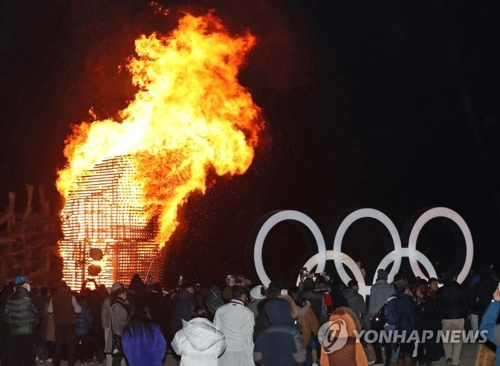 """An art installation burns during a performance of """"Fire Art Festa 2018: Heonhwaga 'A Song Dedicated to Fire'"""" on Gyeongpo Beach in Gangneung, Gangwon Province, on Feb. 10, 2018. (Yonhap)"""
