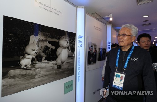 Chang Ung, the lone North Korean member of the International Olympics Committee, attends a sports diplomacy photo exhibition in Gangeung, a sub-host city of the PyeongChang Winter Olympics, on Feb. 12, 2018. (Yonhap)