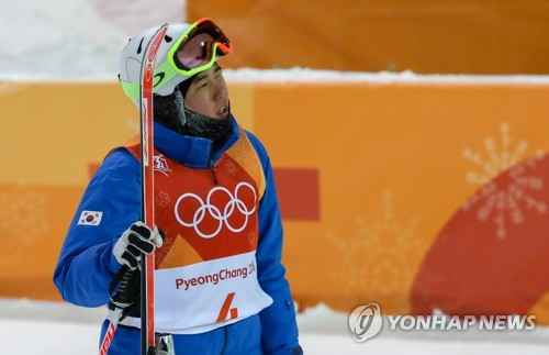 South Korean mogul skier Choi Jae-woo reacts after his second final run in the men's moguls competition at the PyeongChang Olympics at Phoenix Snow Park in PyeongChang, Gangwon Province, on Feb. 12, 2018. (Yonhap)