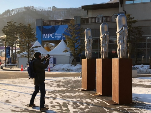 """Bullet Men"" statues at Alpensia Resort in PyeongChang, Gangwon Province (Yonhap)"