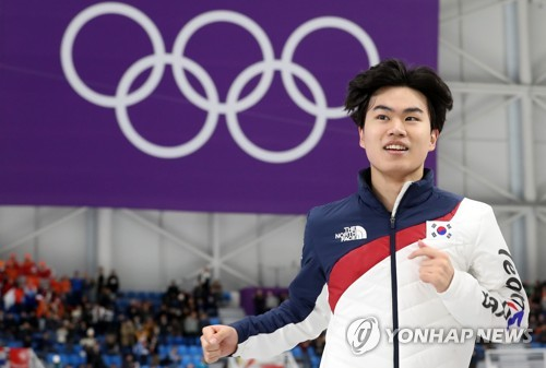 South Korean speed skater Kim Min-seok cheers after winning bronze at the men's 1,500 meter race held at Gangneung Oval, located in Gangneung, around 240 kilometers east of Seoul, on Feb. 13, 2018. (Yonhap)
