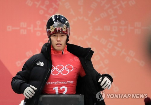 South Korean skeleton slider Yun Sung-bin prepares for an official training run at Olympic Sliding Centre in PyeongChang, Gangwon Province, during the PyeongChang Winter Olympics on Feb. 13, 2018. (Yonhap)
