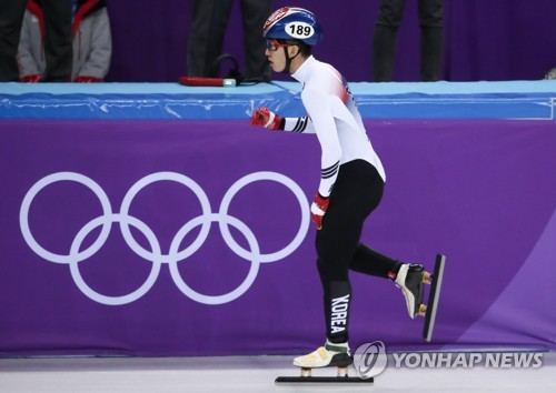 South Korean short track speed skater Lim Hyo-jun cheers after succeeding in his heat for the men's 5,000-meter race at Gangneung Ice Arena, located in Gangneung, a sub-host city of the 2018 Winter Games, on Feb. 13, 2018. (Yonhap)