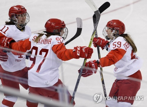 Women's hockey team wins gold medal