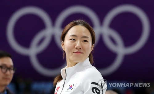 South Korean speed skater Lee Sang-hwa smiles after finishing second in the women's 500 meters of the PyeongChang Winter Olympics at Gangneung Oval in Gangneung, Gangwon Province, on Feb. 18, 2018. (Yonhap)