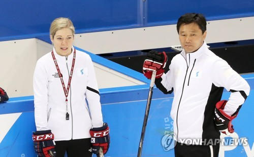 Sarah Murray (L), head coach of the unified Korean women's hockey team, and her assistant Pak Chol-ho look at their players during practice at Kwandong Hockey Training Centre in Gangneung, Gangwon Province, on Feb. 19, 2018. (Yonhap)