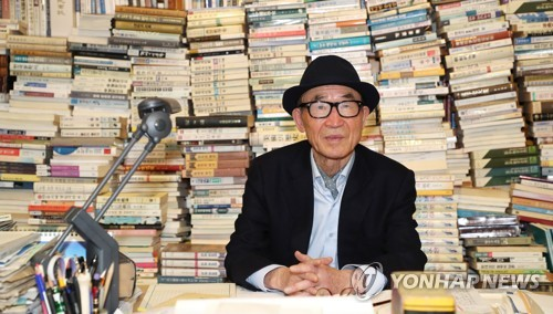 This file photo shows the poet Ko Un. (Yonhap)