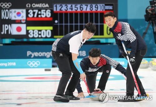 (Olympics) S. Korea's male curling team beats Japan in last round-robin match