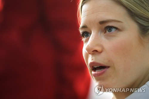 Sarah Murray, head coach of the unified Korean women's hockey team at the PyeongChang Winter Olympics, speaks during a roundtable interview with South Korean journalists at Team Korea House inside Gangneung Olympic Park in Gangneung, Gangwon Province, on Feb. 23, 2018. (Yonhap)