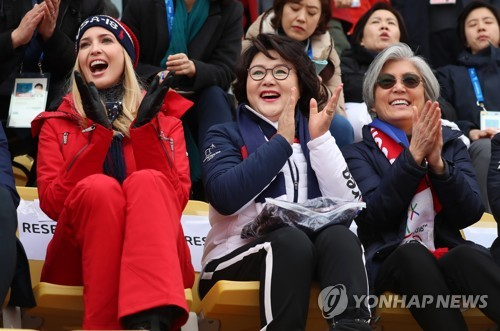 South Korea's first lady Kim Jung-sook (C), Foreign Minister Kang Kyung-wha (R) and Ivanka Trump, the U.S. president's daughter and senior advisor, watch the men's big air final competition at the PyeongChang Winter Olympics in the northeastern city of PyeongChang on Feb. 24, 2018. (Yonhap)
