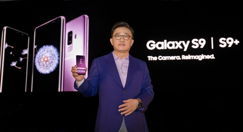 Koh Dong-jin, head of the IT & Mobile Communications Division at Samsung Electronics Co., poses for a photo with the Galaxy S9 smartphone in this photo released by the company on Feb. 26, 2018. (Yonhap)