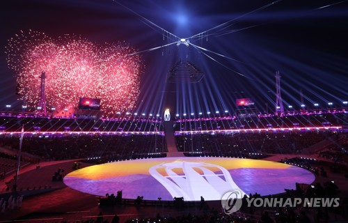 Fireworks go off at PyeongChang Olympic Stadium to signal the start of the closing ceremony of the PyeongChang Winter Games in PyeongChang, Gangwon Province, on Feb. 25, 2018. (Yonhap)