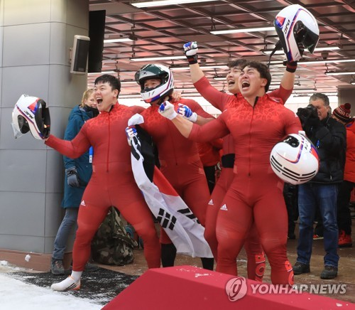 South Korea's four-man bobsleigh team celebrates after winning silver in the four-man bobsleigh event at the PyeongChang Winter Olympics at Olympic Sliding Centre on Feb. 25, 2018. (Yonhap)