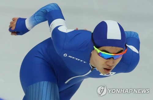 South Korean speed skater Kim Min-seok competes in the men's 1,500 meters during the PyeongChang Winter Olympics on Feb. 13, 2018, en route to winning bronze at Gangneung Oval in Gangneung, Gangwon Province. (Yonhap)