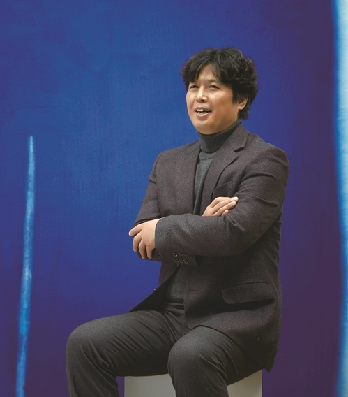 This image provided by Gallery Bisunjae in Seoul on Feb. 28, 2018, shows the artist Yoon Yang-ho. (Yonhap)