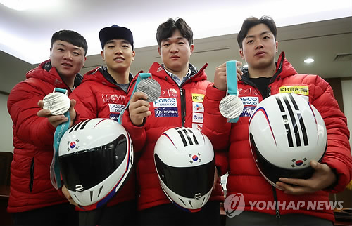 South Korea's four-man bobsleigh team members pose for a photo with their silver medals won at the PyeongChang Winter Olympics during a press conference at Olympic Parktel in Seoul on March 7, 2018. From left are Won Yun-jong, Jun Jung-lin, Kim Dong-hyun and Seo Young-woo. (Yonhap)