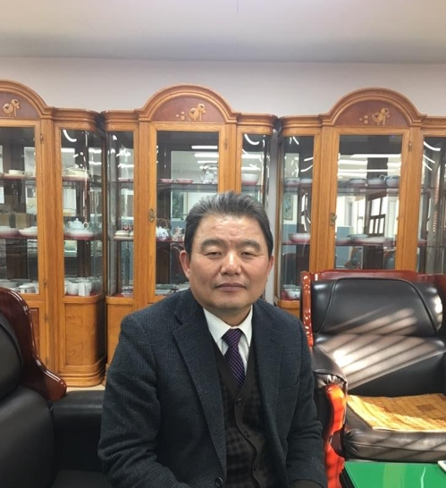 Cho Kyung-joo, head of Seokchon Pottery Co., poses for a photo during a recent interview with Yonhap News Agency at his office in Incheon, a port city just west of Seoul. (Yonhap)