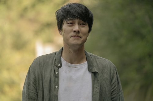 """Actor So Ji-sub plays Woo-jin in a scene from """"Be With You."""" This still was provided by Lotte Entertainment. (Yonhap)"""