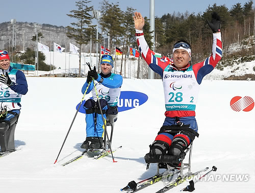 South Korea's Sin Eui-hyun responds to fans support at Alpensia Biathlon Centre in PyeongChang some 180 kilometers east of Seoul after winning bronze in the men's 15-kilometer sitting cross-country skiing event at the Pyeong Chang Winter Pa