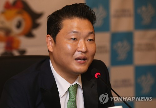 This file photo shows South Korean singer Psy speaking to reporters at a press conference in Seoul on June 30, 2015, to mark his appointment as an honorary ambassador for the International Military Sports Council Military World Games. (Yonhap)