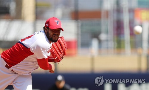 Hector Noesi of the Kia Tigers in the Korea Baseball Organization throws a pitch against the Doosan Bears in their preseason game at Gwangju-Kia Champions Field in Gwangju on March 13, 2018. (Yonhap)