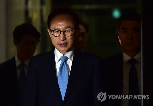 Former S.Korean president at prosecutors' office