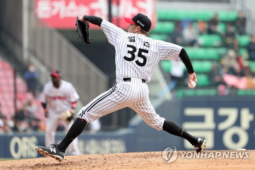 Tyler Wilson of the LG Twins throws a pitch against the Doosan Bears in the teams' Korea Baseball Organization preseason game at Jamsil Stadium in Seoul on March 18, 2018. (Yonhap)