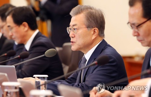 President Moon Jae-in (2nd from R) speaks in a Cabinet meeting held at his office Cheong Wa Dae in Seoul on March 20, 2018. (Yonhap)